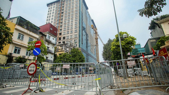 Xử lý sai phạm tòa nhà 8B Lê Trực: Hà Nội cho phép giữ lại vài hạng mục vượt giấy phép
