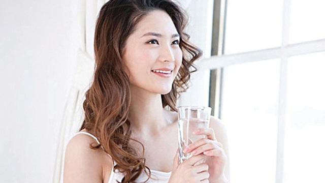 Tách nước buổi sáng tẩy sạch đường ruột