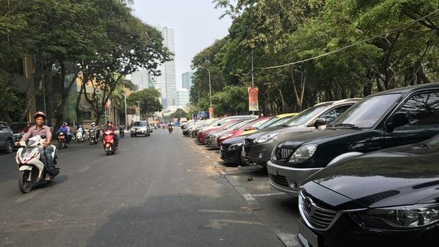 Thanh niên xung phong TP HCM được toàn quyền thu phí đậu ôtô dưới lòng đường
