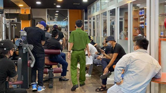 Công an can thiệp vụ hàng trăm người vây phòng gym tìm CEO Duy Nguyễn sau lời xúc phạm cố nghệ sĩ Chí Tài