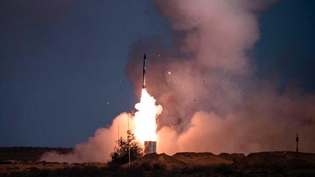 """Mỹ bất ngờ """"tung cú đánh"""" vào đồng minh mua tên lửa S-400 Nga: Quyết liệt và bất thường!"""