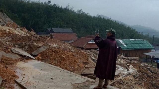 Sạt lở núi, hàng nghìn người dân Quảng Ngãi bị cô lập