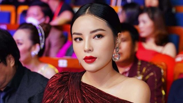 Lý Nhã Kỳ, Nguyễn Cao Kỳ Duyên quyến rũ hết cỡ khi ngồi ghế giám khảo