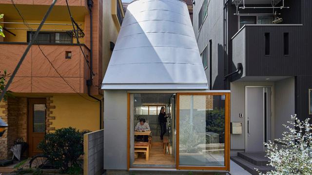Mê đắm căn nhà siêu nhỏ giữa lòng thủ đô Tokyo: Vỏn vẹn 18m2 nhưng chứa được tủ lạnh 2 cánh, 300 cuốn sách, 300 đĩa nhạc, có cả bồn tắm lộ thiên