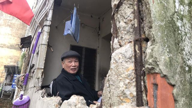 Người dân nêu lý do quyết bám trụ trong chung cư cũ nát