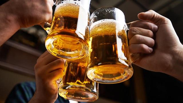 """Tác hại của bia rượu đến 3 thời điểm quan trọng nhất cuộc đời: Hậu quả nặng nề dù chỉ uống """"vừa phải"""""""
