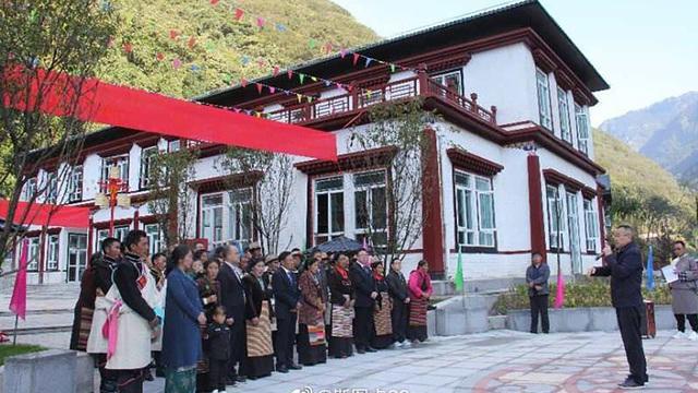 """Có chuyện gì với ngôi làng TQ ở nơi hiểm yếu bị Ấn Độ tố xâm phạm Bhutan, Bhutan lại """"chối đây đẩy""""?"""