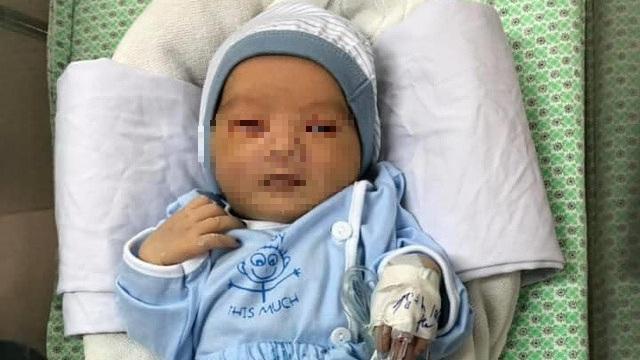 Bé trai sơ sinh bị bỏ dưới hố ga ở Hà Nội có biểu hiện bất lợi về sức khỏe