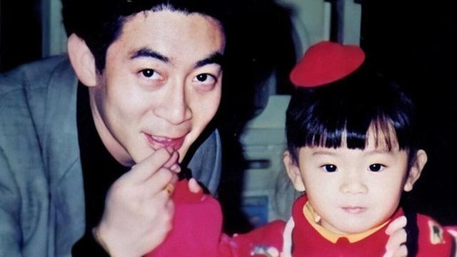 """""""Tôn Ngộ Không"""" nổi tiếng cả châu Á nhưng con gái lại cực kỳ bí ẩn, mỗi lần đi ra đường với bố đều """"ngụy trang"""" như này"""