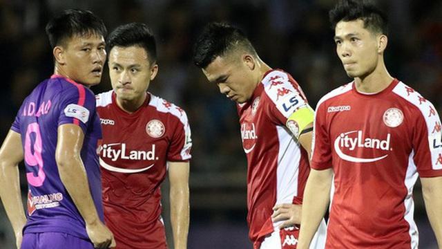 """""""Sóng ngầm"""" ở đội Á quân V.League: 6 cầu thủ giành nhau sút phạt quyết định và cái kết đắng cay"""