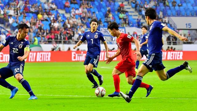 Việt Nam trình diễn khó tin thế nào mà siêu sao Nhật Bản cũng phải thốt lên ngán ngẩm?