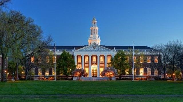 """Được khuyên đến thư viện lúc 4h30 sáng, người đàn ông phát hiện """"bí mật lớn"""" của trường đại học Harvard"""