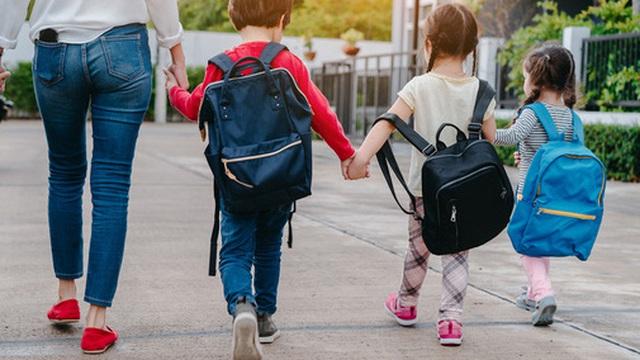 Cô giáo mầm non khuyên cha mẹ không nên cho con mặc váy đi học, xinh đẹp thật đấy nhưng tiềm ẩn quá nhiều nguy cơ