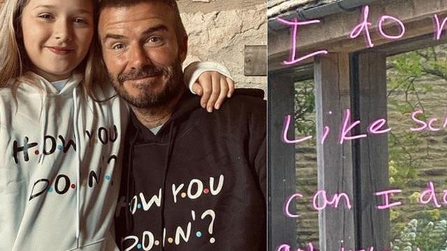 Con gái út nhà Beckham khiến tất cả bật cười bằng lời nhắn thật thà gửi tới phụ huynh: Con không thích học đâu, muốn làm nghệ thuật cơ