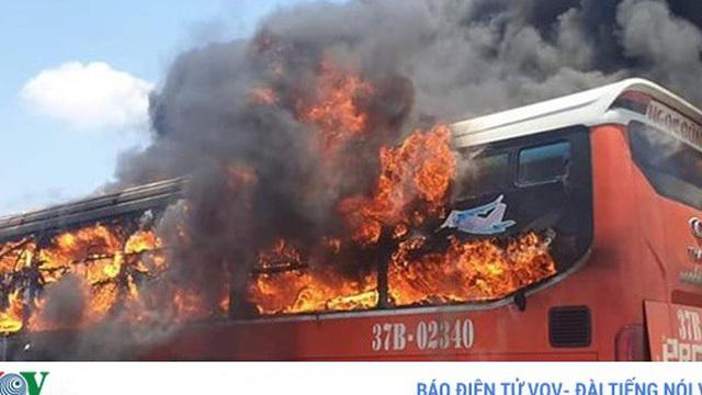 Một ngày 2 vụ cháy xe ô tô, Cục Đăng kiểm Việt Nam khuyến cáo gì?