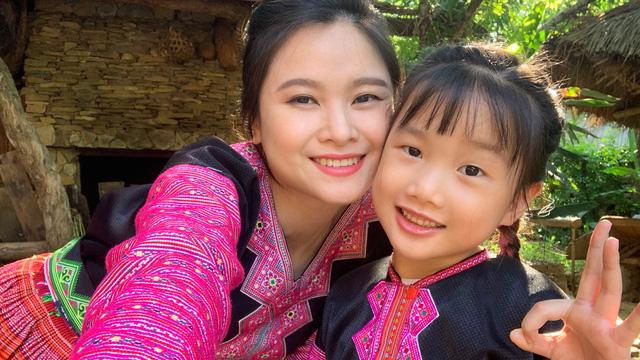 6 tuổi, con gái BTV Khánh Ly gây sốt với clip giới thiệu cuộc sống vùng cao bằng tiếng Anh