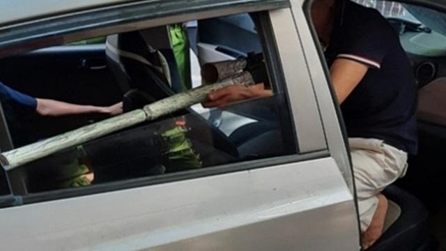Sát thủ ngồi trong ô tô, chĩa súng bắn giang hồ ở đất Cảng đã mua súng và tập ngắm bắn từ trước