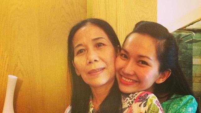 Diễn viên Kim Hiền đau đớn khi không thể về Việt Nam chịu tang mẹ