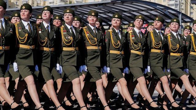 Bất ngờ về nữ quân nhân Belarus xinh đẹp trong lễ duyệt binh ở Minsk