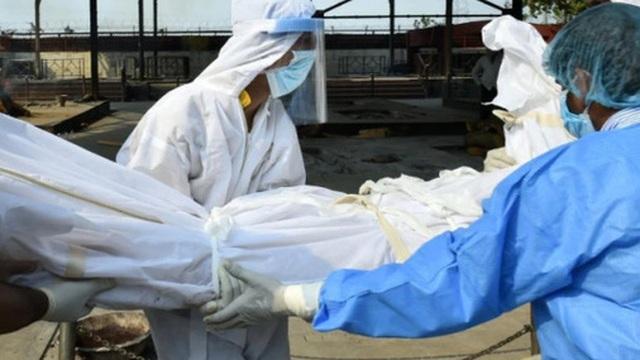 Ấn Độ: Bệnh viện rút máy thở khiến bệnh nhân Covid-19 tử vong