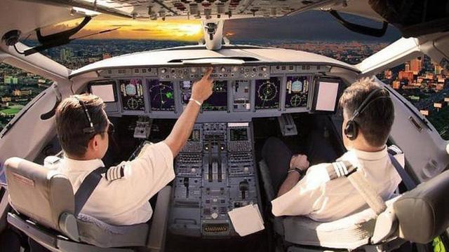 27 phi công Pakistan được cấp phép bay tại Việt Nam đang làm việc tại hãng hàng không nào?