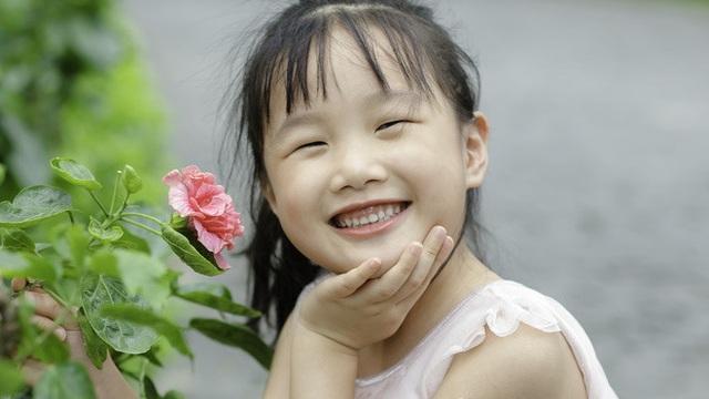 """""""Cô bé mắt hí"""" tài giỏi và cách nuôi con đáng kinh ngạc của BTV Mùi Khánh Ly"""