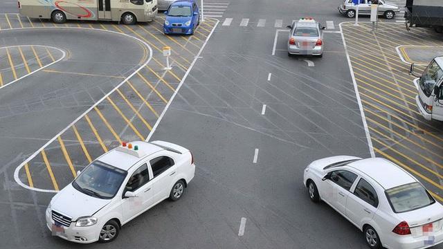 Bằng A1 không được lái xe SH, bằng B1 không được lái ô tô?