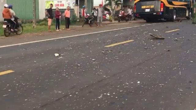 Người đàn ông tử vong sau khi bị cuốn vào gầm xe khách