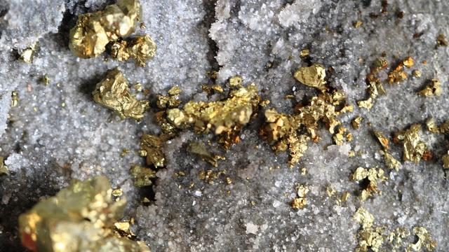 Ai Cập phát hiện mỏ vàng khổng lồ trữ lượng 35 tấn