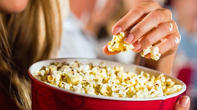 Lịch sử bỏng ngô và 3 lý do khiến chúng ta không thể ngừng ăn món này khi xem phim