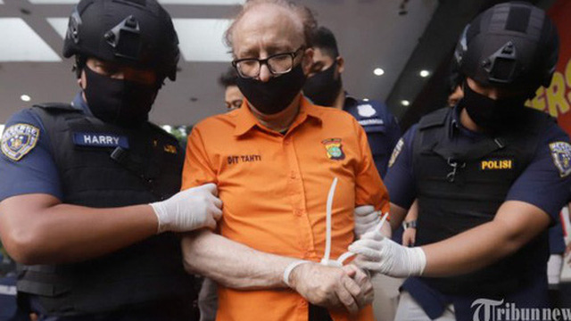 """""""Kẻ săn mồi"""" tình dục trẻ em gây rúng động Indonesia: Người đàn ông cao tuổi cưỡng hiếp 305 trẻ em chỉ bằng một chiêu thức đơn giản"""