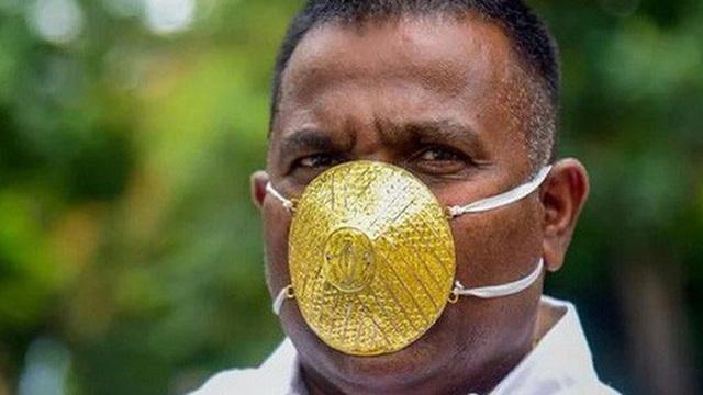 """Khẩu trang đính vàng và kim cương """"hút"""" khách ở Ấn Độ"""