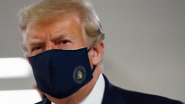 Dịch Covid-19: Cuối cùng, Tổng thống Trump cũng đã đeo khẩu trang khi ra nơi công cộng