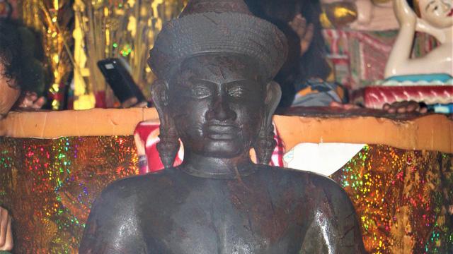 Bức tượng lạ màu đen bị gãy tay, mất phần chân ở Sóc Trăng nghi là tượng thần Vishnu