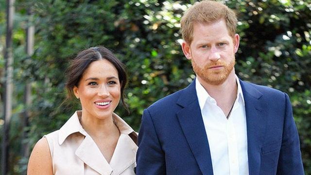 4 bằng chứng cho thấy Meghan Markle đang thao túng chồng khiến hoàng gia cũng đành bất lực