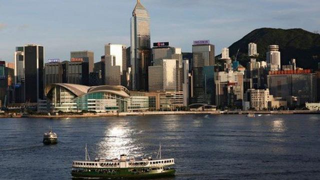 Sốc với thuế thu nhập khủng, nhiều người Trung Quốc tính chuyện rời Hồng Kông