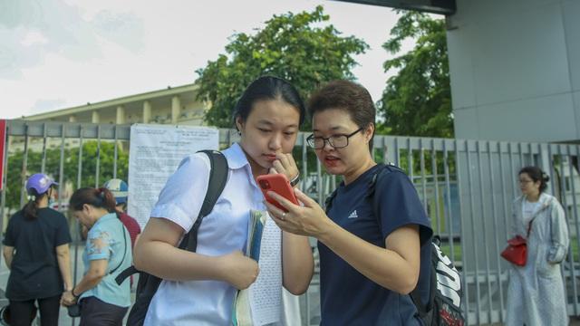 VIDEO: 89.000 thí sinh tại Hà Nội chính thức bước vào ngày thi đầu tiên trong kỳ thi vào lớp 10
