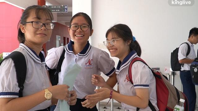 Kết thúc môn thi cuối, nhiều thí sinh ở TP.HCM than không kịp thời gian do đề dài