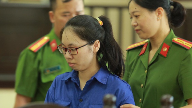 Giọt nước mắt của 2 người mẹ sau phiên xử cô gái giết người bằng trà sữa có cyanua