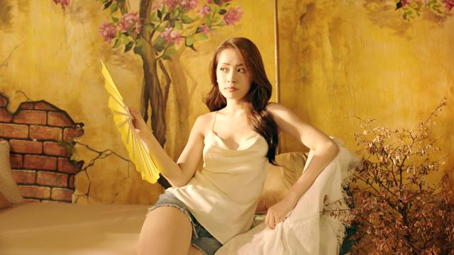 Chi Pu khoe hình ảnh gợi cảm trong MV sắp ra mắt