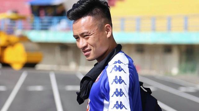 """Võ Huy Toàn chấn thương nặng hơn dự kiến, cố thi đấu dù """"không có cảm giác bóng"""""""