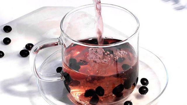 Hè đến chị em nô nức làm trà đậu đen uống nhưng 90% không biết rằng chúng ta nên thêm 1 thứ này vào trà đậu đen