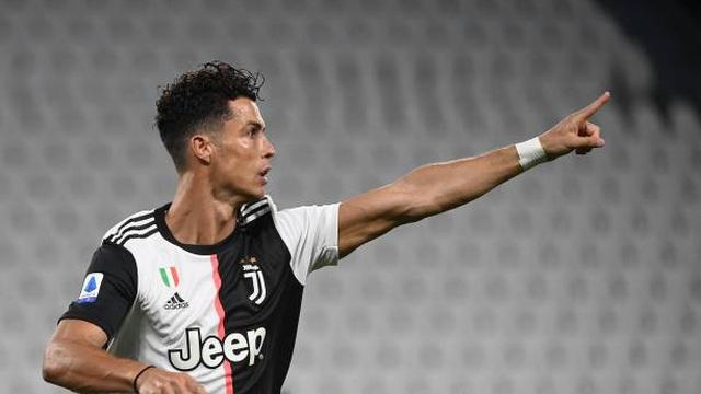 Lập cú đúp chớp nhoáng, Ronaldo lập luôn 2 kỷ lục mới
