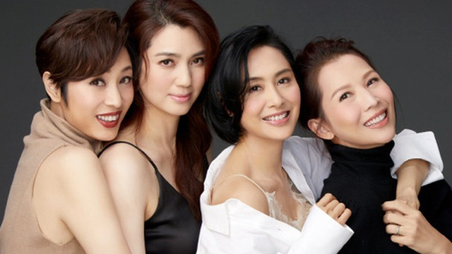 """4 mỹ nhân đình đám Hong Kong hội ngộ, """"tình cũ Châu Tinh Trì"""" trẻ trung bất ngờ ở tuổi 48"""