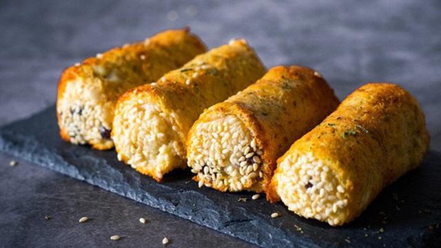 Chỉ cần 3 lát bánh mì và vài nguyên liệu có sẵn rồi cho vào nồi chiên không dầu sẽ có ngay món bánh mì cuộn ăn sáng siêu ngon lại vô cùng đẹp mắt