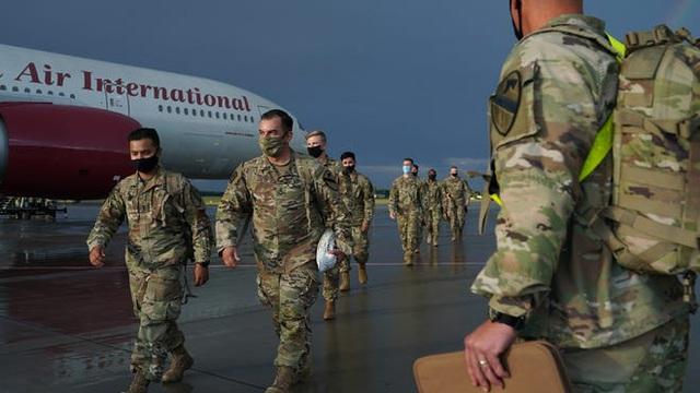Không rút 9.500 lính khỏi Đức như ông Trump dọa, Mỹ thông báo rút hẳn... 12.000 quân