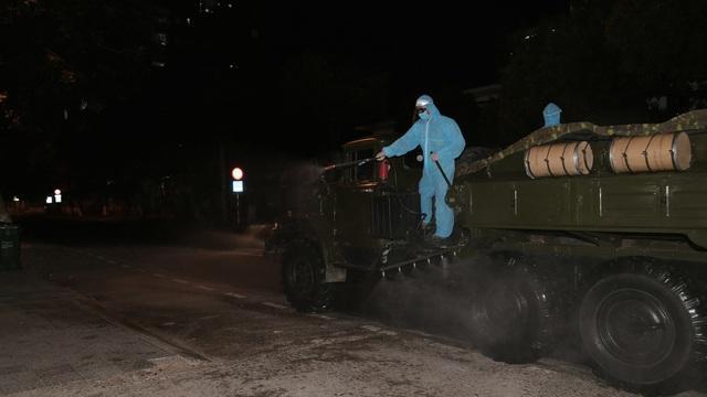 Quân khu 5 tiêu độc, khử trùng khu vực phong tỏa tại Đà Nẵng