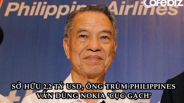Tỷ phú đi lên từ cậu bé quét dọn: Đến giờ vẫn dùng điện thoại Nokia 'cục gạch' dù sở hữu 2,2 tỷ USD