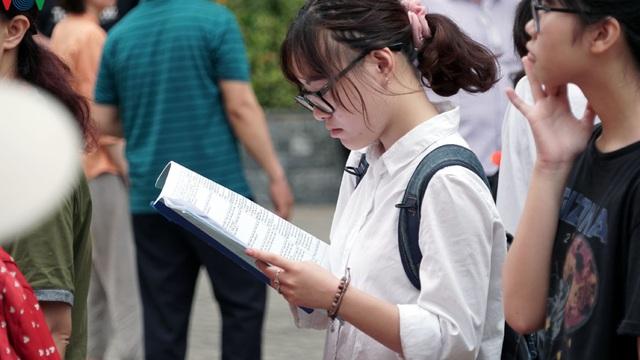 Sở GD-ĐT Hà Nội công bố điểm chuẩn lớp 10 trường chuyên, cao nhất 44 điểm