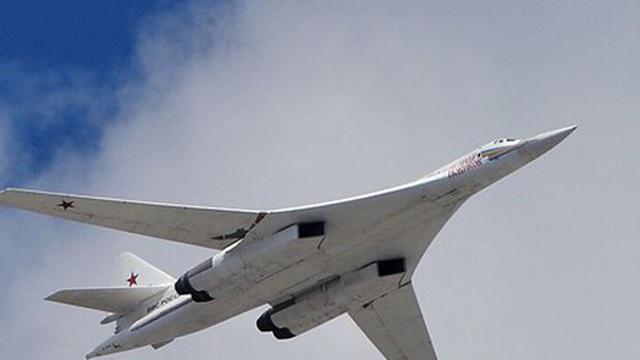 """Thiên nga trắng Tu-160: Máy bay ném bom chiến lược """"ba nhất"""" của Nga"""